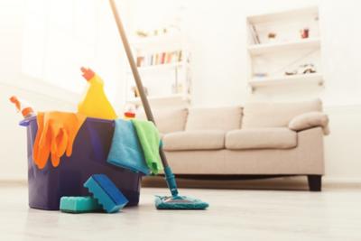Putzplan erstellen Eimer und Sofa