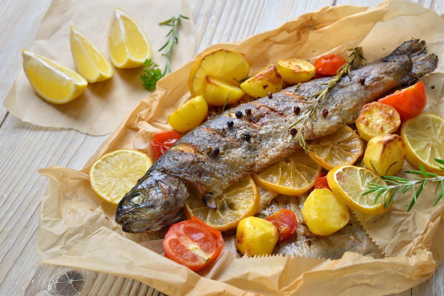Alufolie durch Backpapier ersetzen, mit Fisch