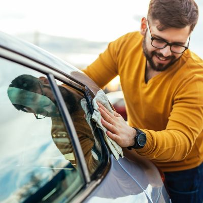 How to clean car windows