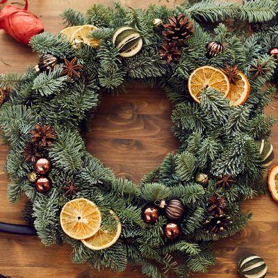 Selbstgemachte Weihnachtsdeko – moderner Kranz – Dekoelemente