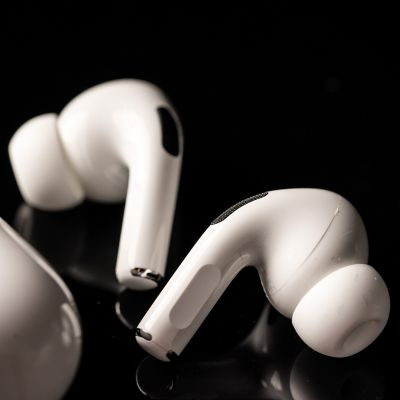 cleaning earbuds
