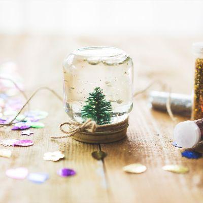 Snow globe DIY ideas