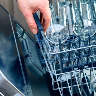 Wie viel Wasser verbraucht eine Spülmaschine?