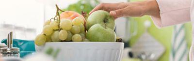 Fruchtfliegen bekämpfen, Obstschale in der Küche