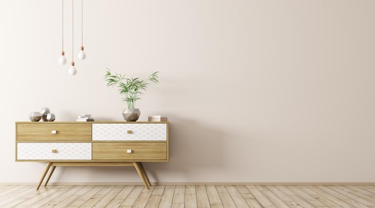 Kommode vor Wand, Freiflächen schaffen hilft beim Trend minimalistisch Wohnen