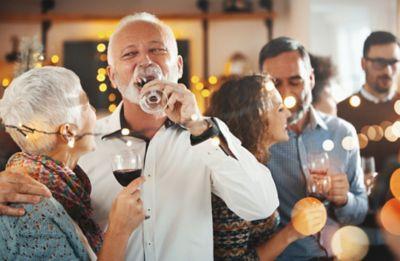 Familienfeier auf der Leute Wein trinken