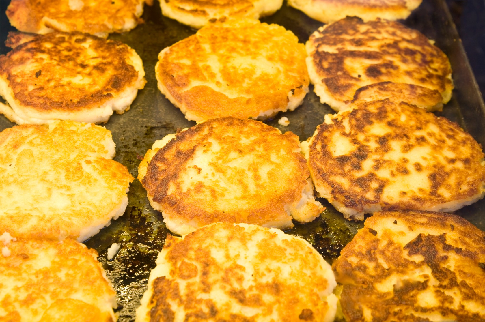 Food Upcycling, Resteküche: Kartoffelpuffer in der Pfanne