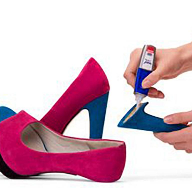 ¿Cómo reparar un zapato roto?