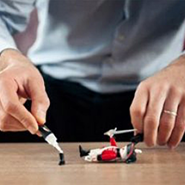 Comment réparer un jouet en plastique ?