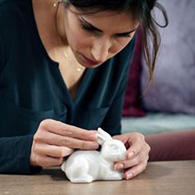 Comment réparer une figurine en porcelaine ?