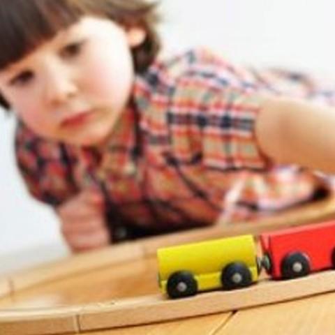 ¿Cómo reparar un tren de madera?