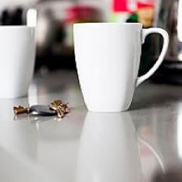 Comment réparer une tasse ébréchée ?