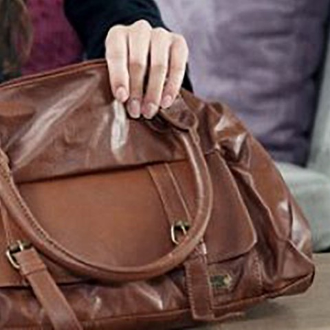 How to fix a leather bag?