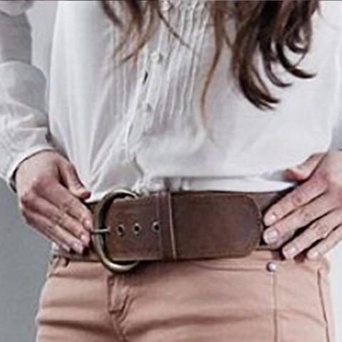 ¿Cómo reparar un cinturón de piel roto?