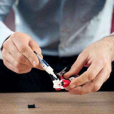 Wie repariert man ein Plastikspielzeug?