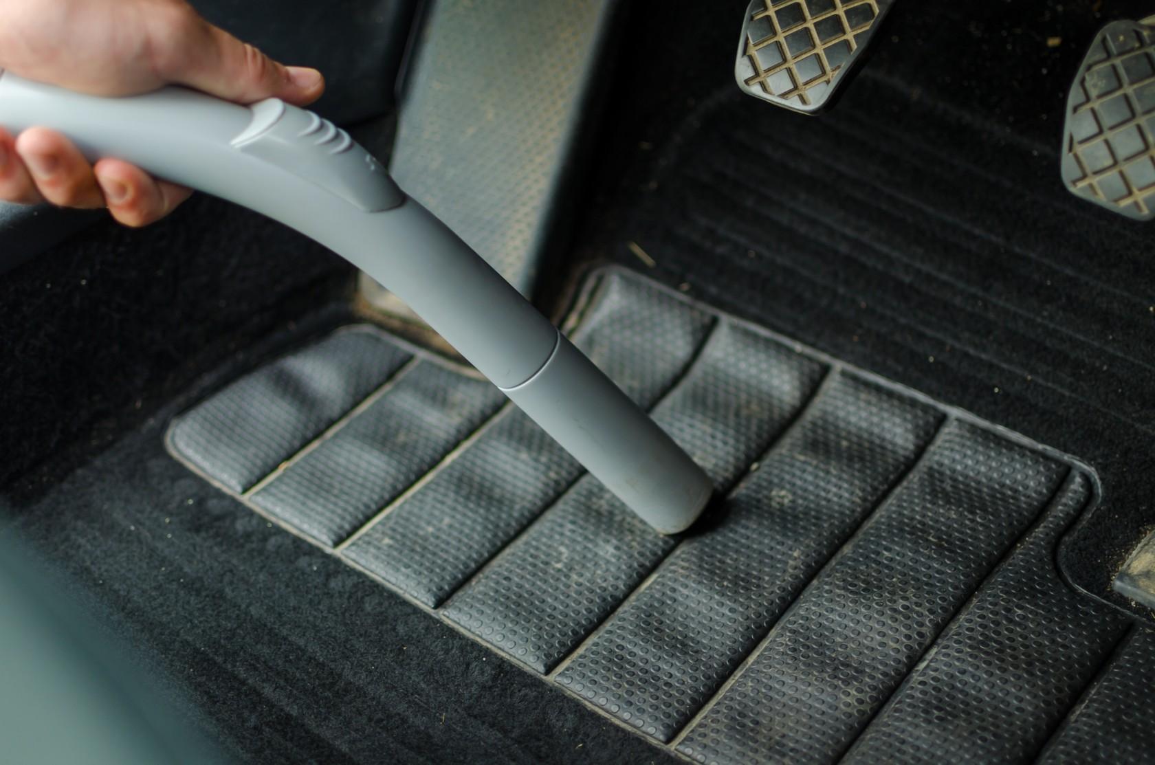 Auto innen saugen