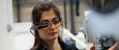Using smart glasses to provide instant technical support in real time