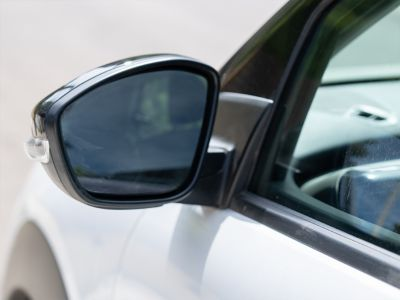 A new view with car mirror glue