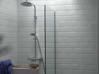 Stop leaks in their tracks — learn how to caulk a shower!
