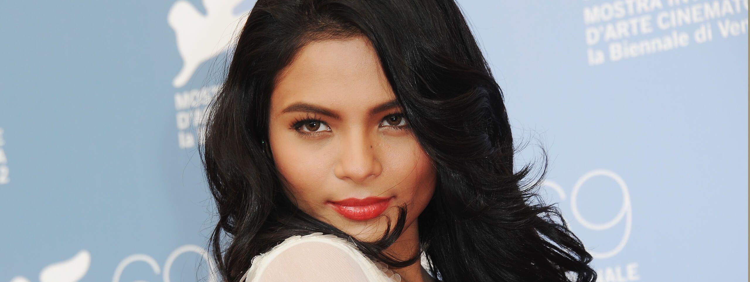 Celebrity pelo negro melena a capas