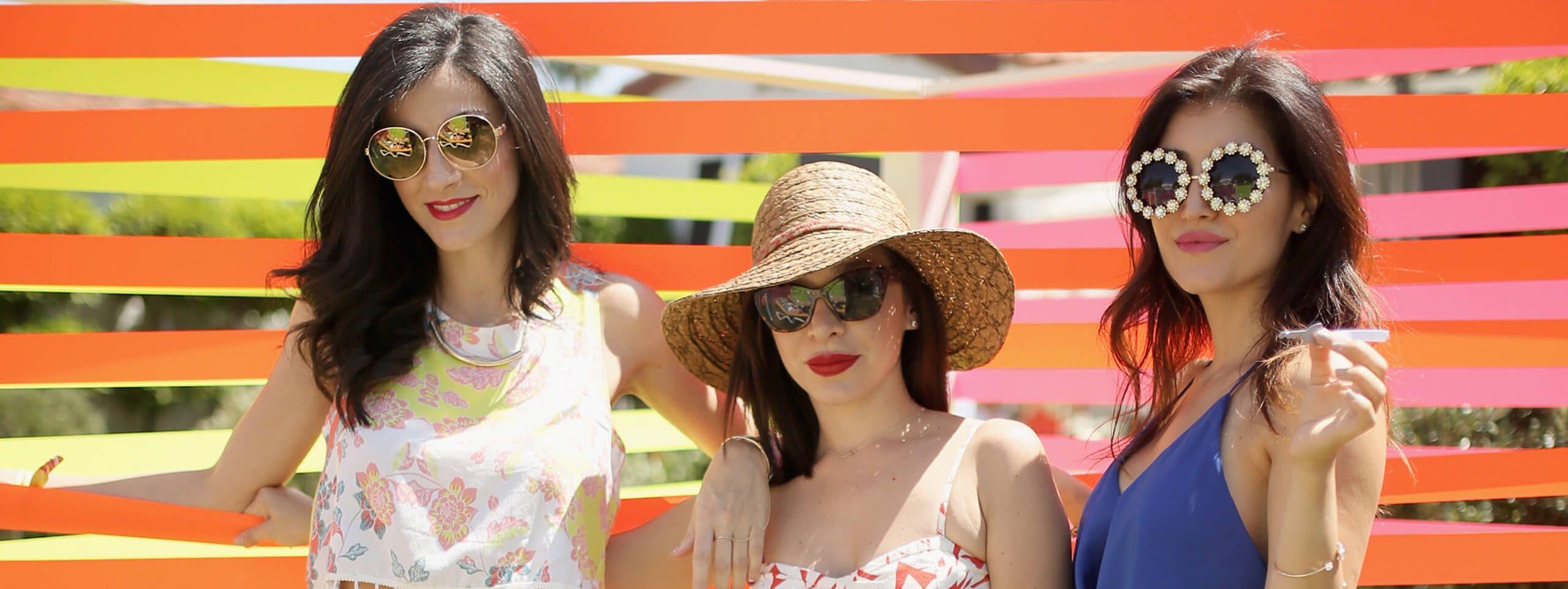 Chicas con gafas de sol y peinados para festivales