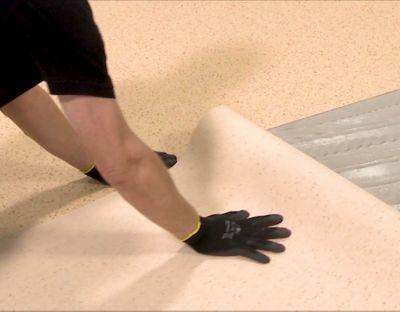 Montáž PVC podlahy na nasiakavé podklady - mokré lepenie