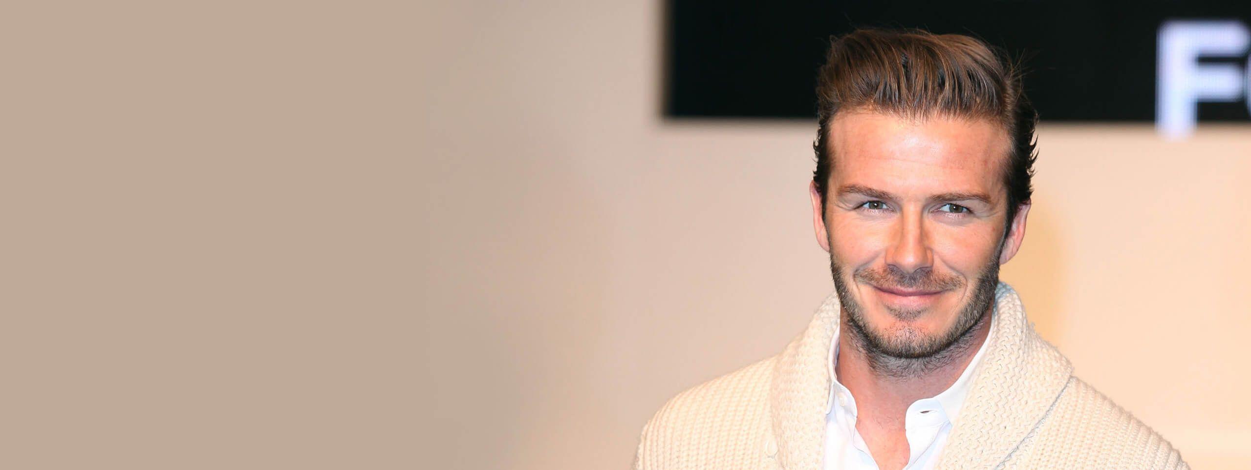 David Beckham z fryzurą przedzieloną z boku