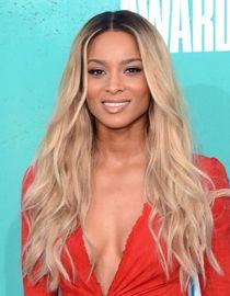 Donkere wortels in blond haar