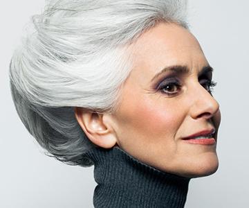 Elegante Festtagsfrisuren für graues Haar