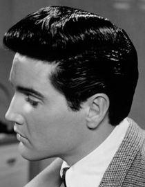 Elvis Presley con ciuffo a banana