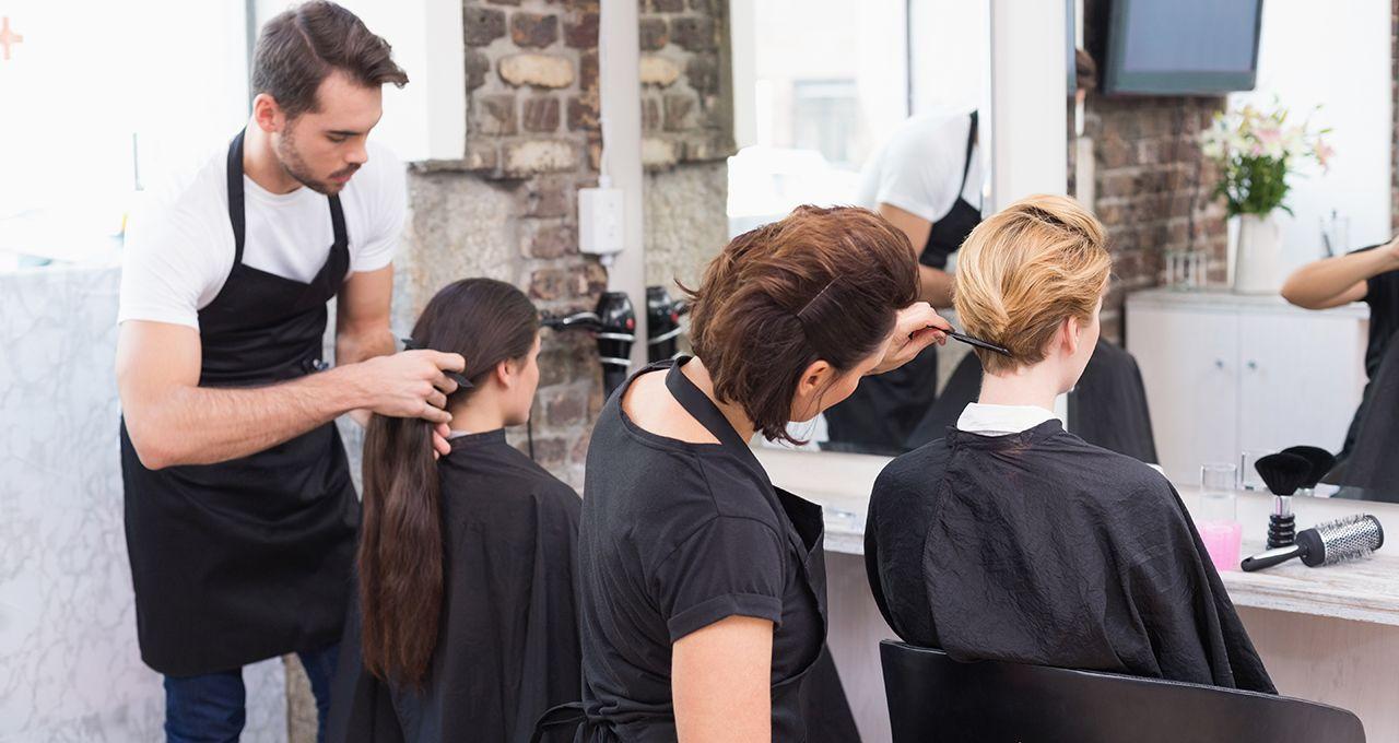 Modelowanie włosów krótkich i długich u kobiet