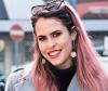 Frau mit Pastell Haaren