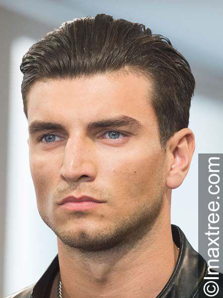 Mann mit Sleek Look Frisur