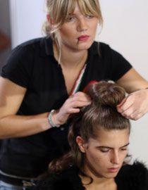 Comment utiliser les accessoires volume pour cheveux ?
