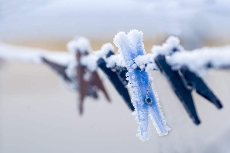 gefrorene-waescheklammern