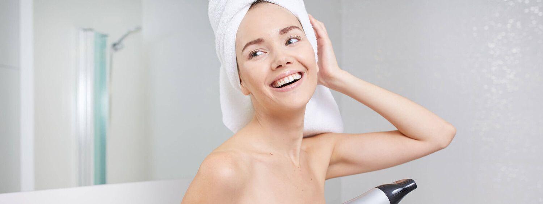 Wash & Go: 5 Tipps, damit Haare schneller trocknen