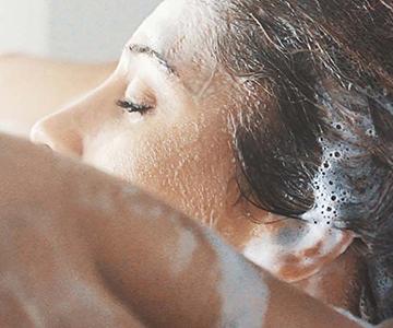 Haare waschen mit Schaum