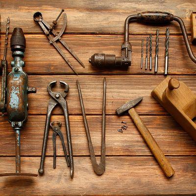 Dein Gartenhäuschen wird zur Hobbywerkstatt – geordnetes Werkzeug
