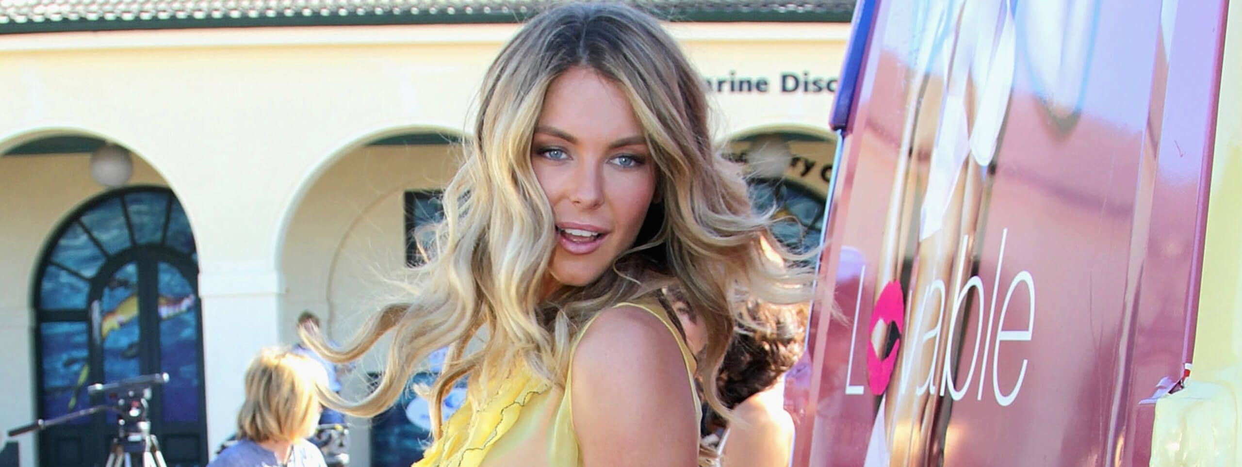 Jennifer Hawkins rocks long beach waves hairstyle