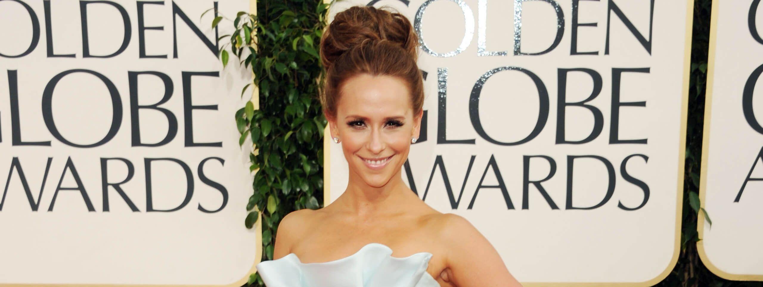 Jennifer Love-Hewitt wears classic chignon hairstyle