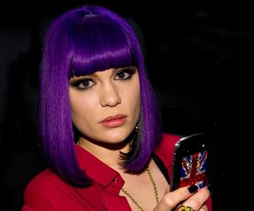 jessie j rocks short purple hairstyle