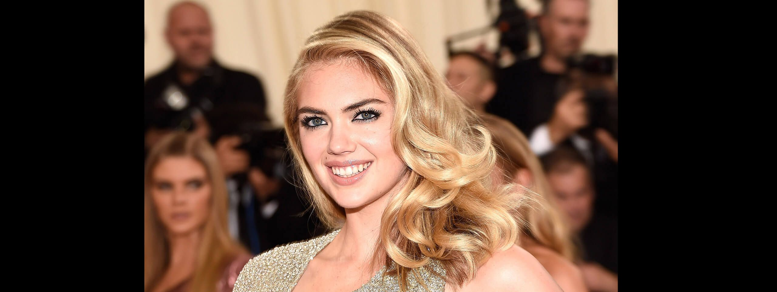 Kate Upton with curly hairstyle