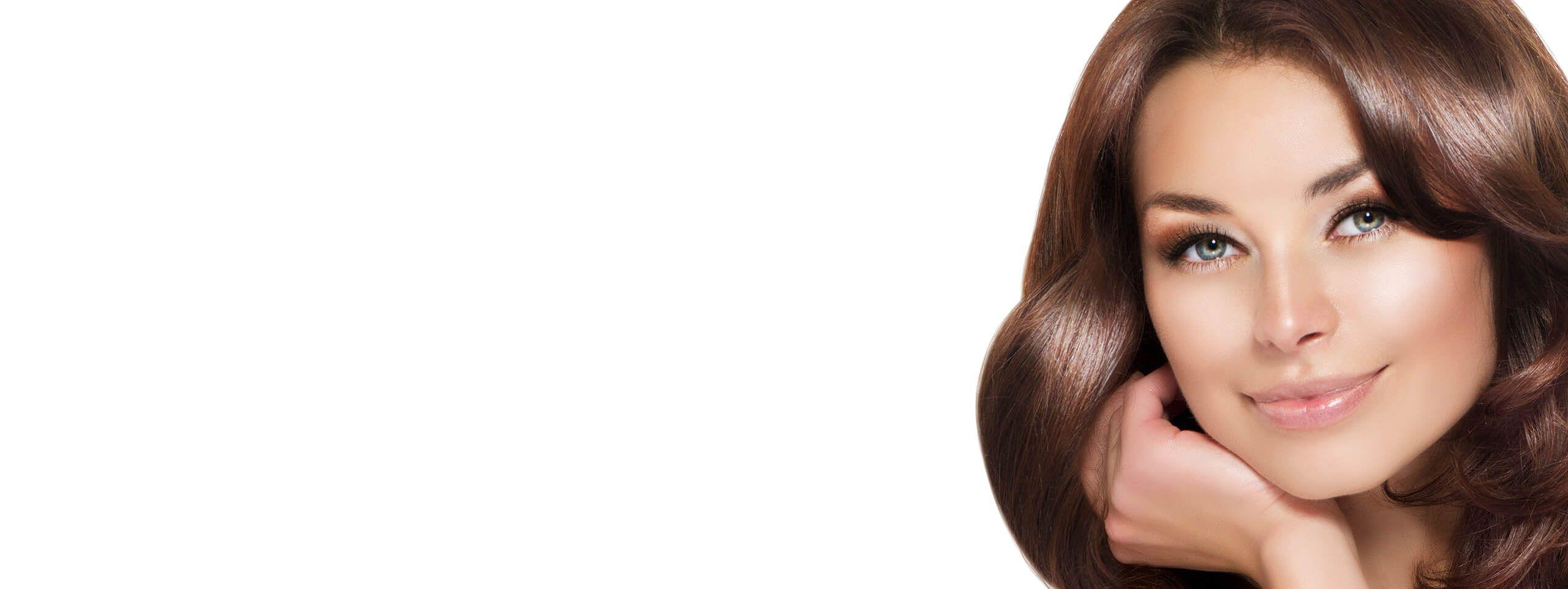 Kobieta ze zdrowymi pięknymi włosami
