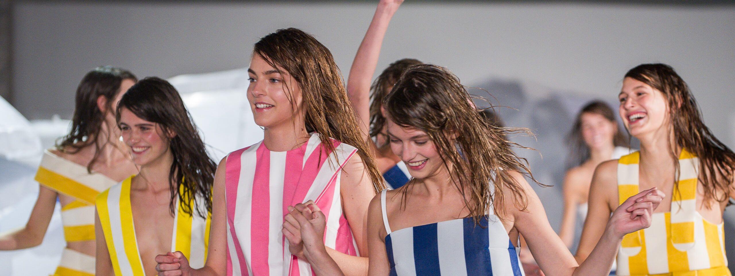 Kobiety z mokrymi włosami