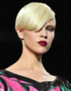 Bevelled XXL fringes require a perfect haircut. The style works only for healthy straight hair