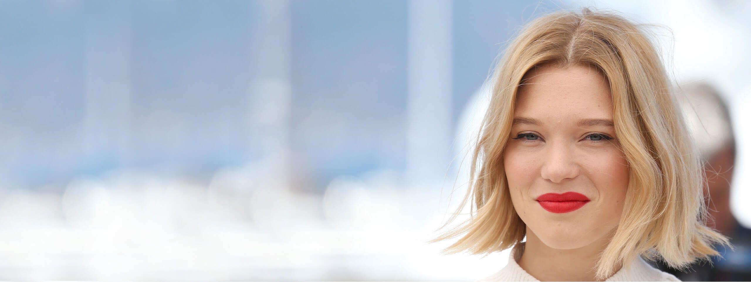 Lea Seydoux attrice acconciatura bob biondo fino al mento