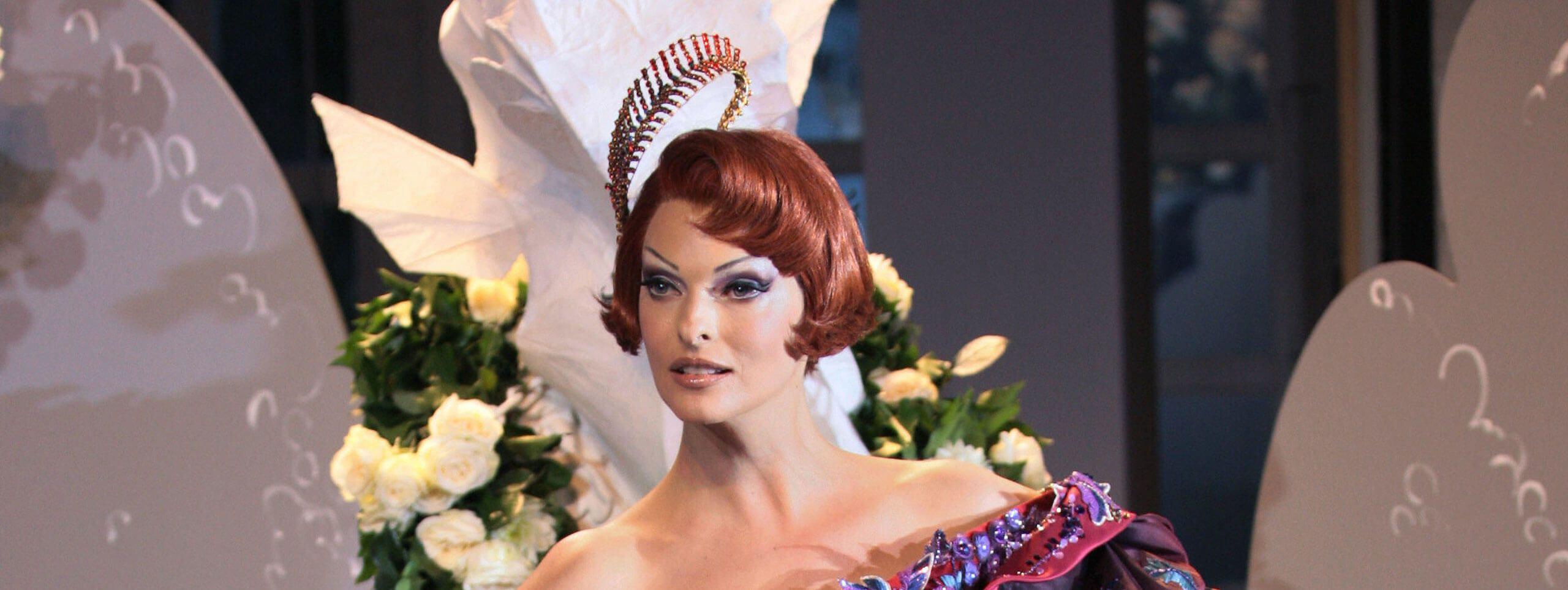 Linda Evangelista acconciatura anni 20 capelli rossi