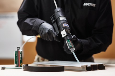 Person using LOCTITE HY 4090 on metal
