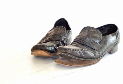 sole peeling away from shoe