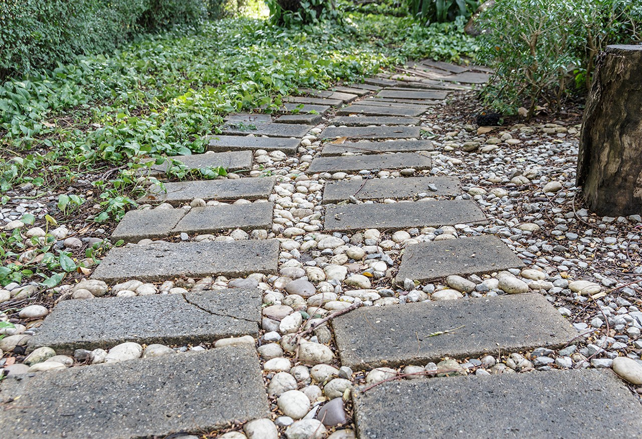 Fixing your garden stones is quick and easy with the right epoxy